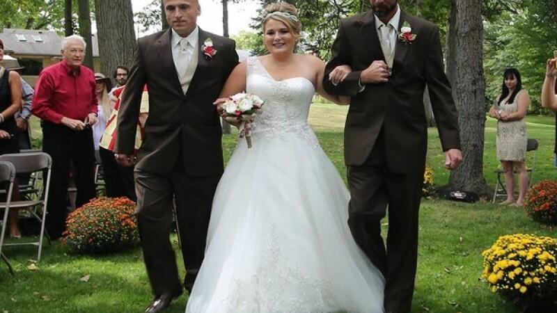 Motivul pentru care tatal unei mirese a oprit nunta chiar in timp ce-si conducea fiica spre altar. Imaginile sunt virale:FOTO