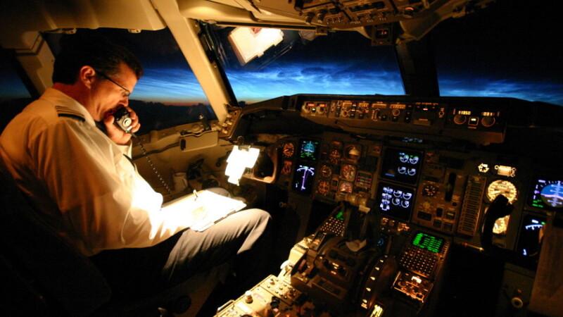 Gestul socant al unui pasager aflat la bordul unui avion Air Cairo. Pilotul a fost nevoit sa aterizeze de urgenta