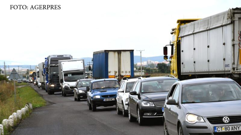 Circulatia rutiera a fost ingreunata pe DN1, intre Alba Iulia si Sebes, pe alocuri traficul fiind chiar blocat, dupa ce zeci de transportatori au strabatut traseul respectiv, pe ambele sensuri, cu o viteza foarte mica, pentru a atrage atentia asupra crest