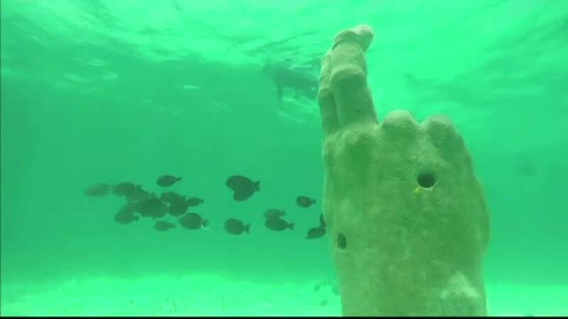 Cel mai mare muzeu subacvatic din lume s-a imbogatit cu inca 3 sculpturi. 2000 de oameni viziteaza zilnic galeria scufundata