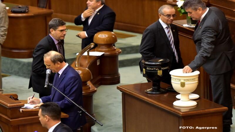 PNL va cere luni reluarea votului in Senat pentru Gabriel Oprea. Liviu Dragnea sustine ca PSD nu se va impotrivi