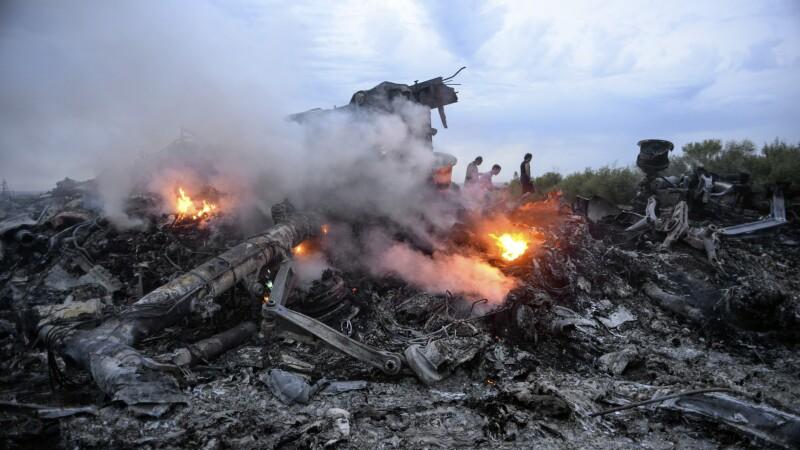Zborul MH17. Anchetatorii au dezvaluit numele a doi barbati suspecti, care vorbeau rusa. Convorbirile facute publice