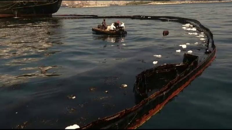 Operaţiune de urgenţă lângă Atena, după naufragiul unui petrolier. Oficialii vorbesc despre un dezastru ecologic
