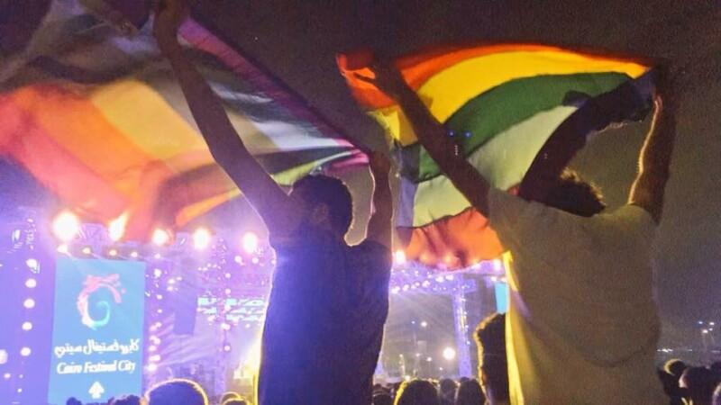 Steag LGBT la un concert din Egipt