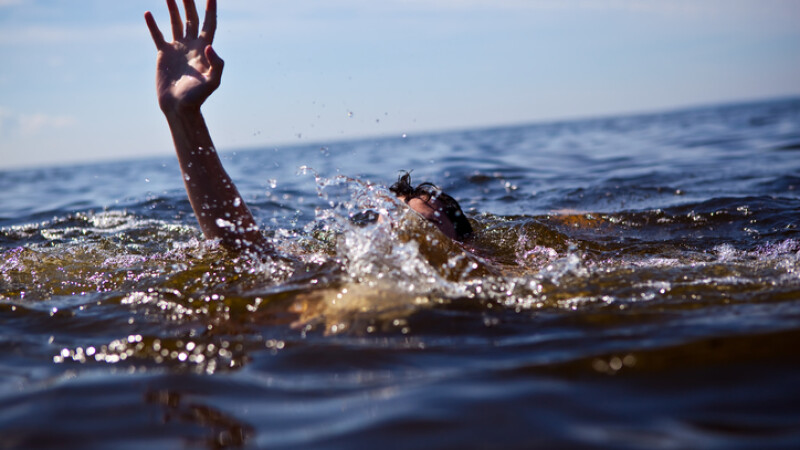 Un militar s-a înecat pe o plajă din Constanţa. Este prima tragedie pe Litoral din 2018