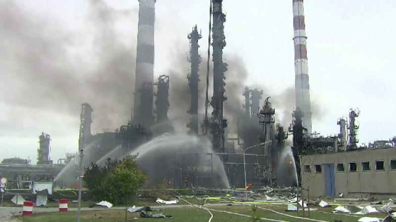 Scene terifiante în Germania, după explozia devastatoare de la o rafinărie. 2.000 de oameni, evacuați