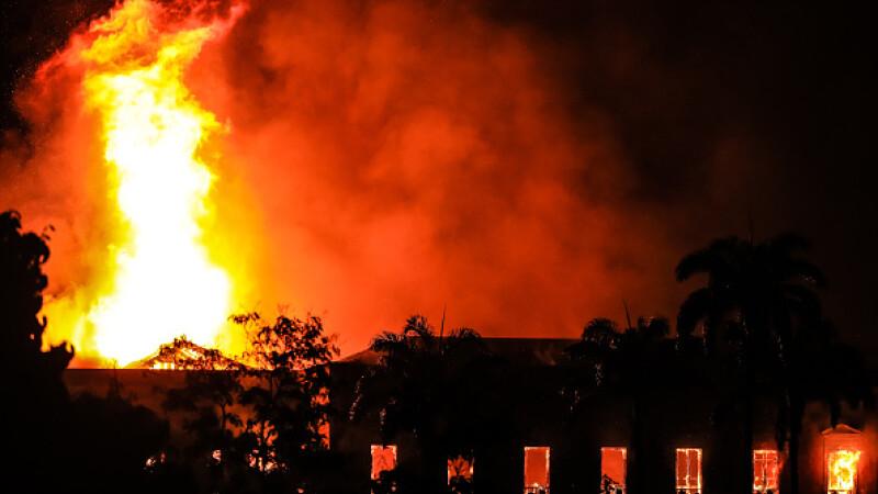 Incendiu puternic la Muzeul Naţional din Rio de Janeiro. 200 de ani de știință, pierduți