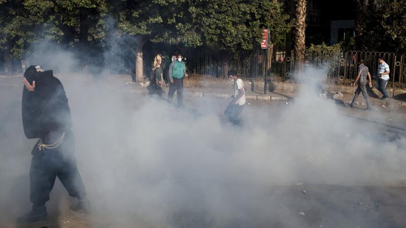 Bărbat reținut după ce a aruncat cu un dispozitiv explozibil în apropierea ambasadei SUA din Cairo