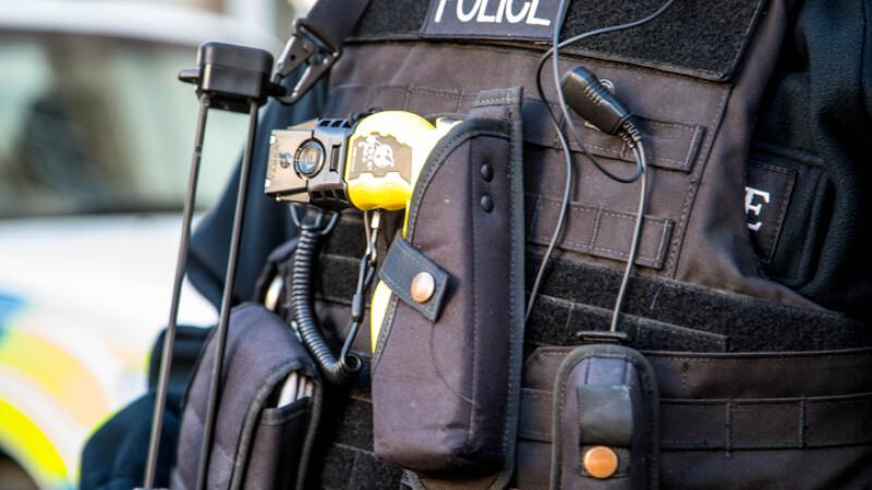 politist inarmat marea britanie