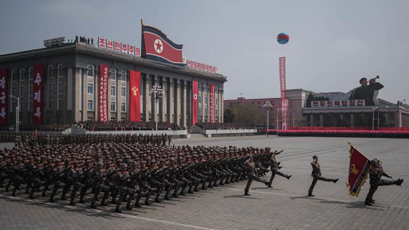 Paradă militară fără rachete balistice în Coreea de Nord, la cea de-a 70-a aniversare a statului