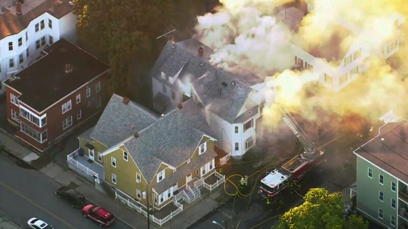 Zeci de explozii în apropiere de Boston. Casele iau foc brusc din cauza conductelor de gaze