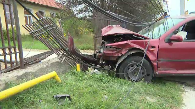 """Un șofer băut a făcut prăpăd într-o localitate din Gorj: """"O bubuitură, o flamă"""""""