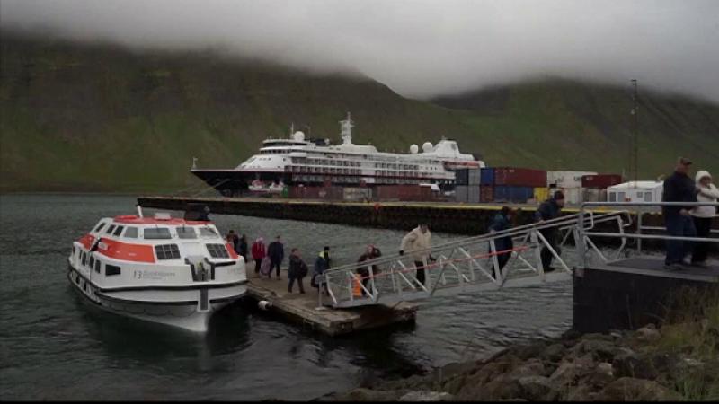 """Orășel din nordul Islandei, """"sufocat"""" de turiști. """"Mii de oameni ajung într-un sat cu sute de locuitori"""""""