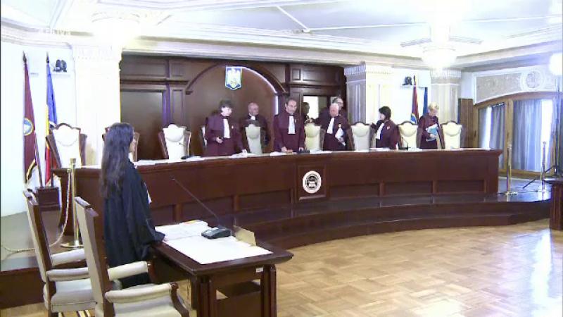 CCR a amânat sesizarea lui Iohannis pe legea 96/2006 privind Statutul aleșilor
