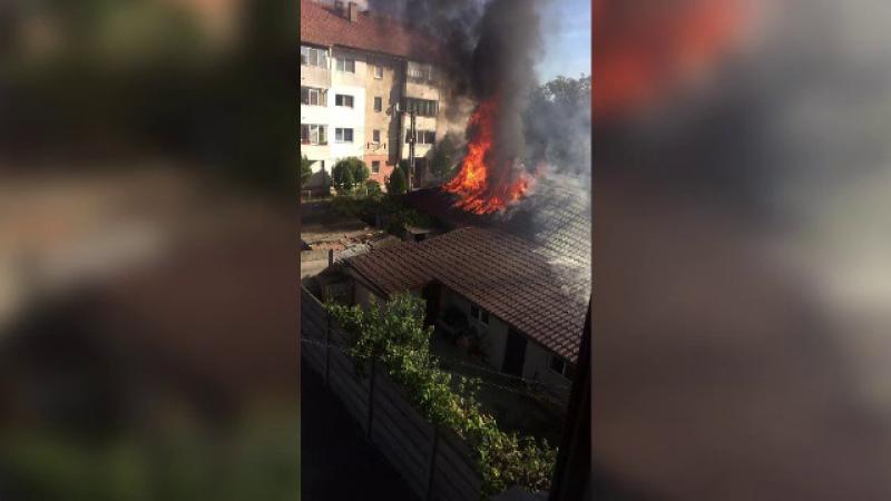 Două locuinţe, cuprinse de un incendiu în Murfatlar. Un bătrân a făcut atac de panică