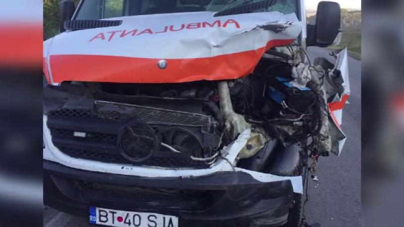 O ambulanță cu o pacientă la bord a spulberat o vacă pe traseu. Cum a ajuns animalul pe șosea