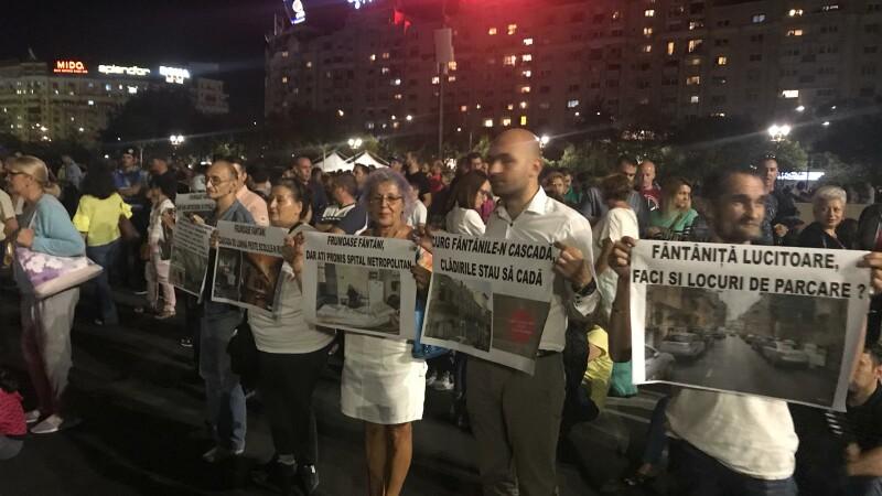 Protest la show-ul de la fântânile din Piaţa Unirii.