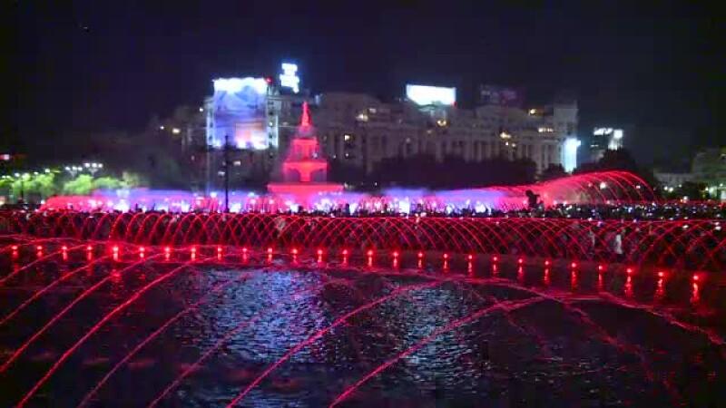 Fântânile din Piața Unirii din București, redeschise grandios. Greșeala observată de un spectator