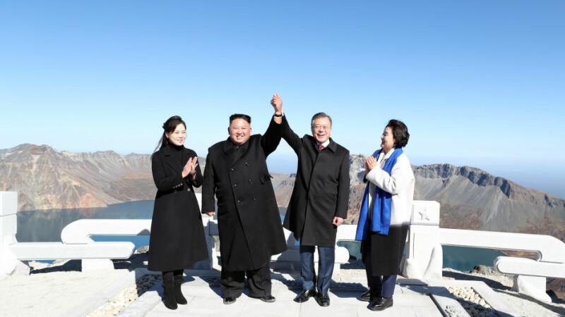 Gestul bizar făcut de Kim la summitul celor 2 Corei. Mesajul din spatele simbolului