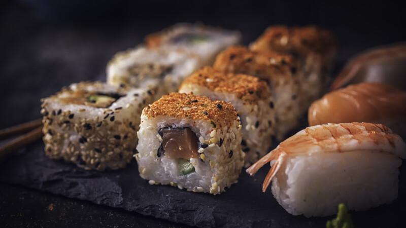 Sportiv dat afară dintr-un restaurant după ce a mâncat 100 de porţii de sushi