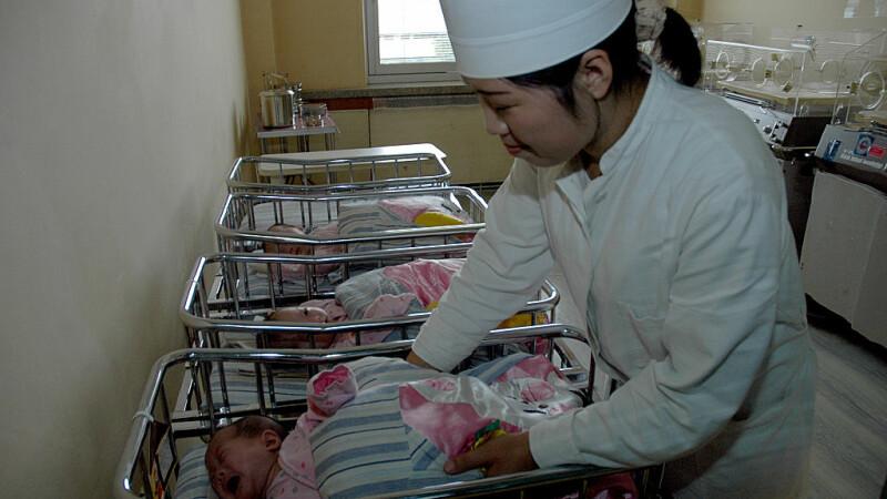 O mamă și tripleții ei, dați afară dintr-o maternitate din Phenian. Gestul care a înfuriat autoritățile