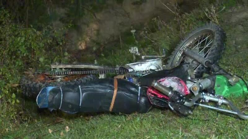Un tânăr proaspăt căsătorit a murit după ce a plecat cu motocicleta, fără cască