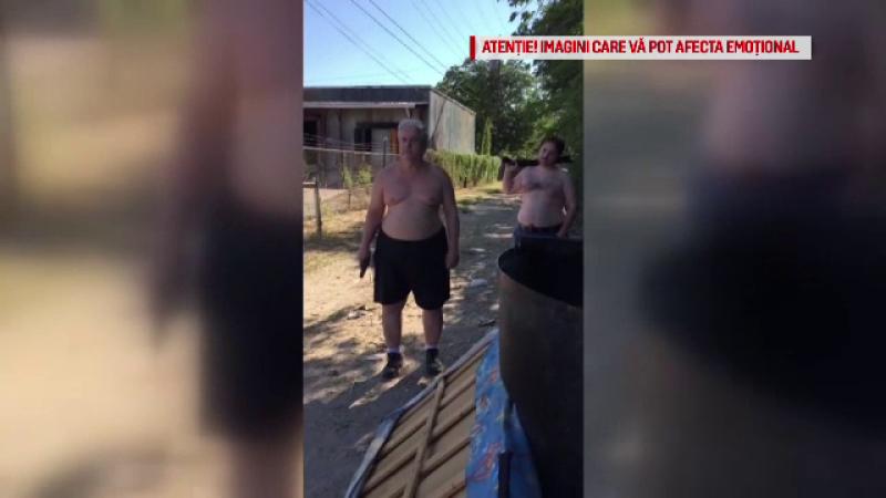 Un tată și fiul său și-au împușcat vecinul din cauza unei saltele aruncate la gunoi