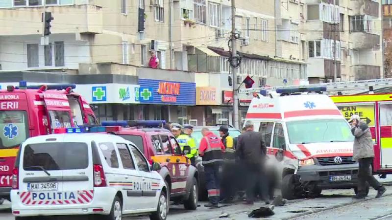 Ambulanță cu pacientă la bord, lovită de o șoferiță de 21 de ani, în Oradea