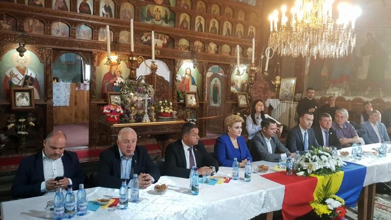 Ședință în biserică. Politicieni și preoți au vorbit despre referendumul privind familia