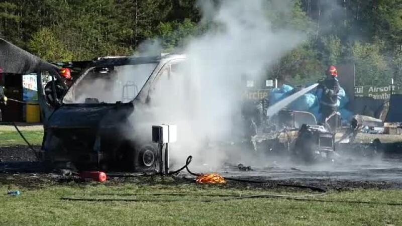 Maşina unui turist italian a luat foc într-un camping de lângă Cluj