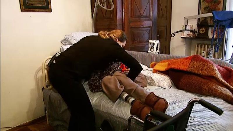 Sindromul Italia: Multe românce devin victimele celor pe care îi îngrijesc. Umilințele prin care trec