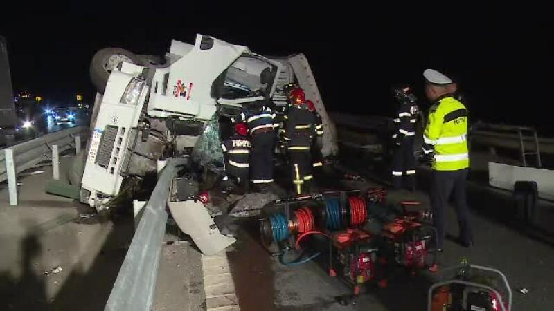 Un șofer turc a murit strivit pe A1, după ce ar fi adormit la volan