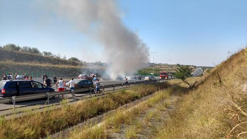 Mașină în flăcări autostrada