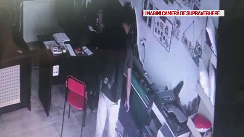 Cum reușește un hoți să fure de 2 ori din același magazin, la interval de câteva minute
