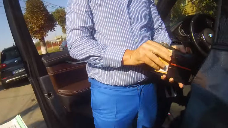 """Consilierul unui ales PSD, filmat când înjură un polițist. """"Nu vrei un conflict cu mine"""""""