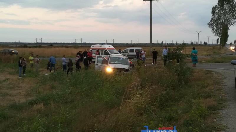 Un microbuz s-a răsturnat în Vrancea