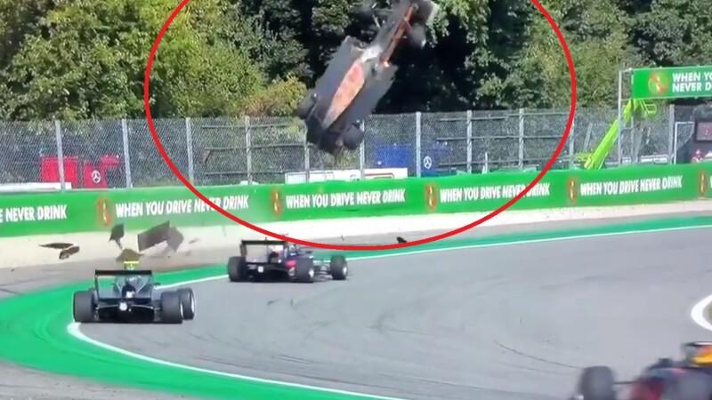 """Moment șocant la o cursă de Formula 3. O mașină, """"catapultată"""" la câțiva metri în aer. VIDEO - 1"""