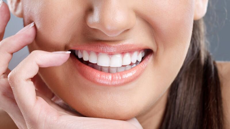 (P) Vrei să te bucuri toată viața de un implant dentar? Iată cum să îl întreții!