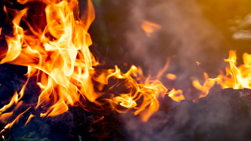 O tânără de 24 ani din Bistrița și-a dat foc în miez de noapte