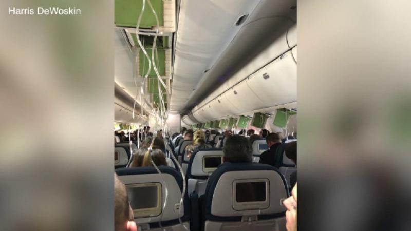 Clipe de groază pentru pasagerii unui zbor. Avionul a căzut în gol 10.000 de metri