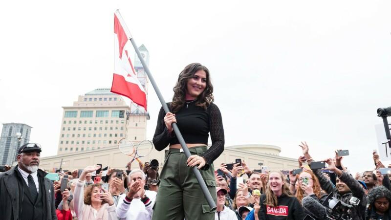 Justin Trudeau, criticat pentru că a îmbrățișat-o pe Bianca Andreescu - 4