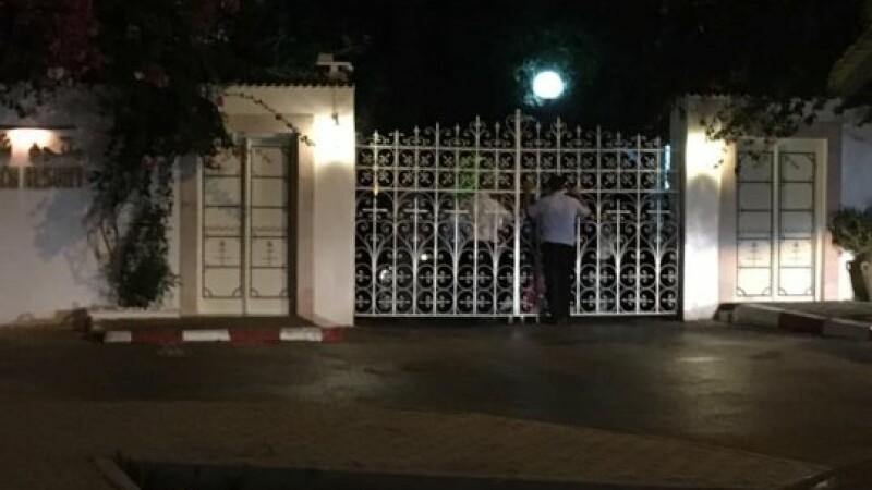 Turiști ținuți captivi în hotel