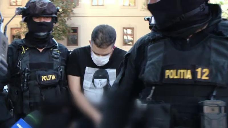 Tineri reținuți de DIICOT după ce au golit conturile bancare ale mai multor străini. Cum acționau