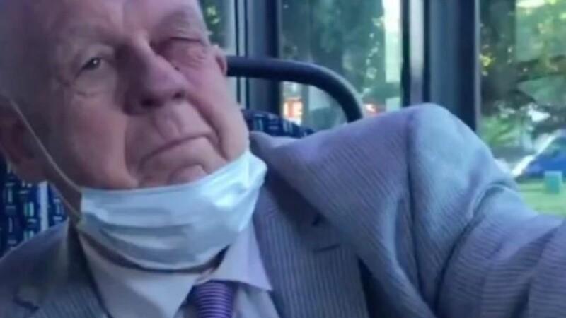 pensionar batut in autobuzul din londra