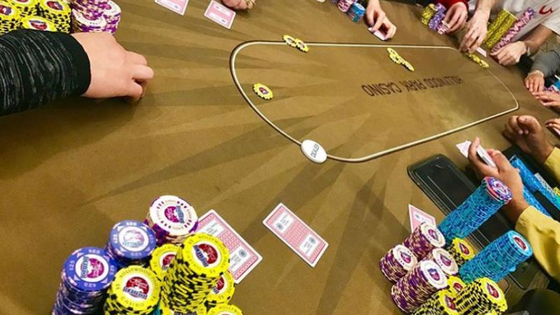Ororile la care a fost supusă o jucătoare de poker profesionistă. Tânăra a fost arsă de vie