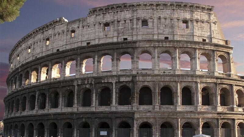 Un turist riscă închisoarea după ce a vandalizat Colosseumul. Ce a putut să facă