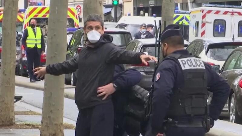 Cine se află în spatele atacului terorist de la Paris. Polițiștii au arestat șapte bărbați