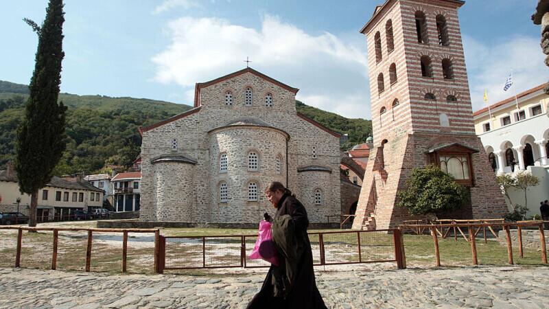 """Schitul românesc Prodromu dezminte știrea că 1.000 de călugări de pe Athos s-au infectat cu Covid-19. """"Manipulare grosolană"""""""
