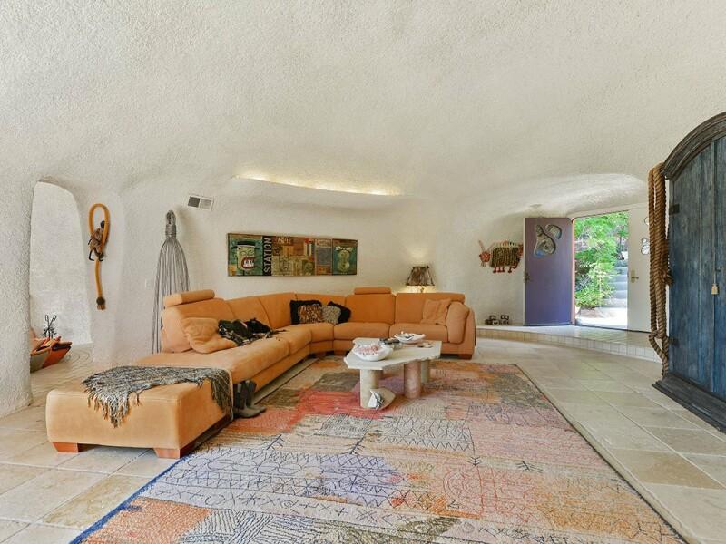 Vila familiei Flinstone a fost reconstruita in California, insa costa o avere! Pentru cati bani poate fi vanduta