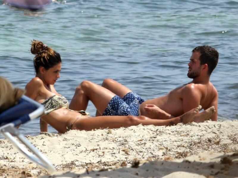 Sotia fotbalistului Miralem Pjanic a incantat pe plaja - 4